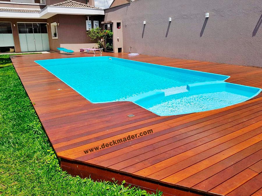 Tarima exterior en piscina