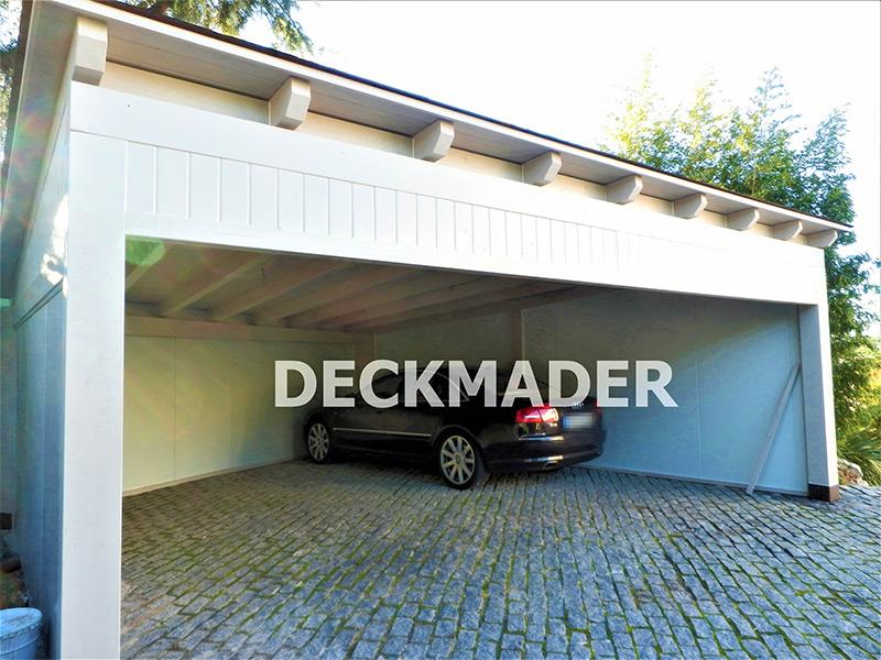 Garaje de madera blanca